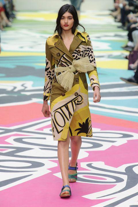 Yellow, Shoulder, Flooring, Style, Dress, Carpet, Street fashion, Fashion, Fashion model, Bag,