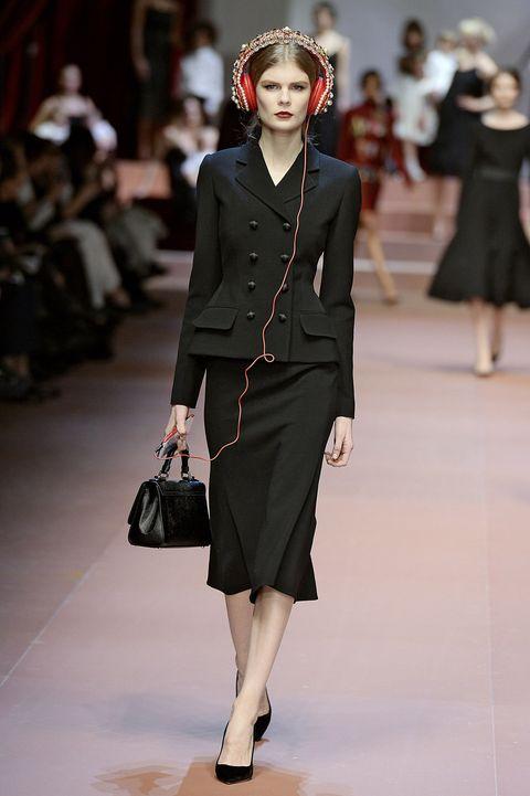 Sleeve, Shoulder, Joint, Outerwear, Style, Fashion model, Street fashion, Fashion accessory, Fashion show, Fashion,