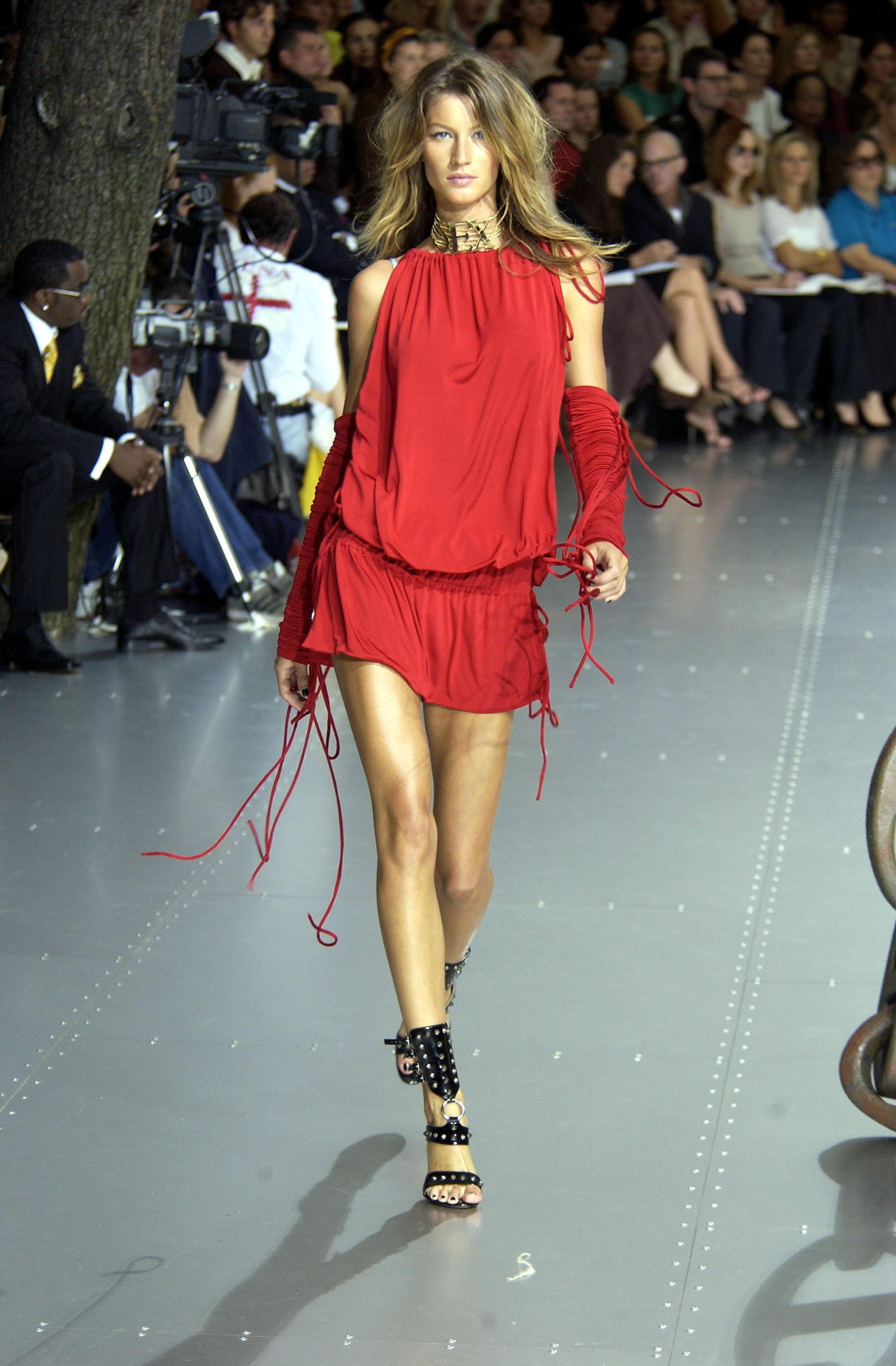 3a94d3e69f 15 of Gisele Bundchen s Most Memorable Runway Moments
