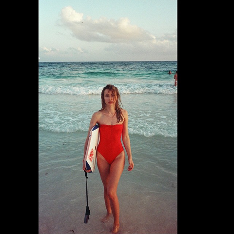 "<a target=""_blank"" href=""https://instagram.com/p/zyLMFXgsox/"">@sukiwaterhouse</a>"