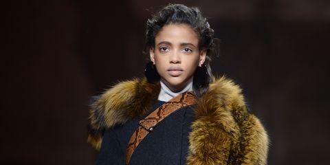 Textile, Fur clothing, Collar, Fashion model, Iris, Animal product, Natural material, Fashion, Eyelash, Street fashion,