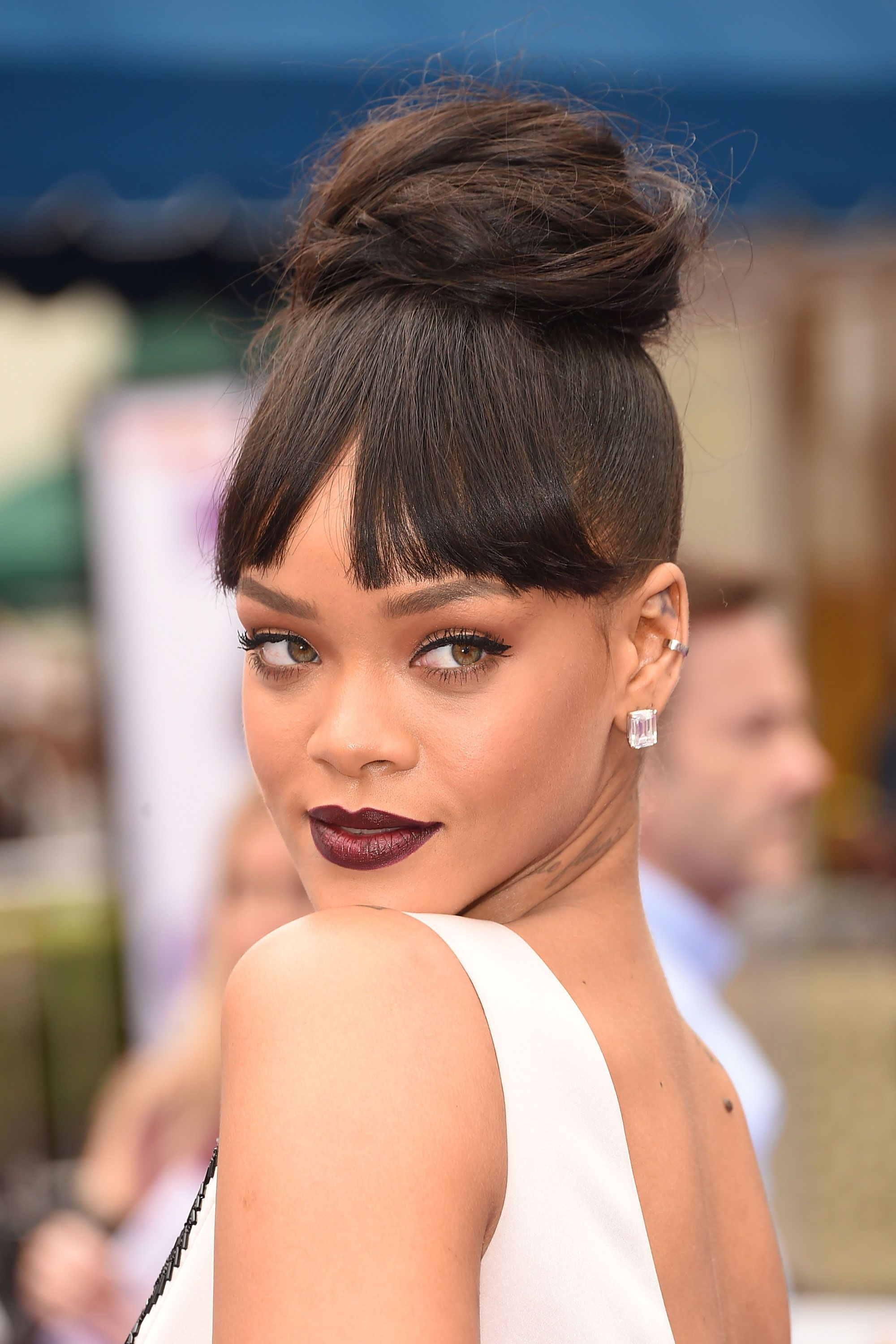 """RiRi continues to wow us with her <a target=""""_blank"""" href=""""http://www.elle.com/beauty/hair/news/g26013/the-best-beauty-looks-of-the-week-march-21/?slide=6"""">less is more approach to beauty</a>, and this time around she makes the case for a classic updo paired with an elegant burgundy lip."""