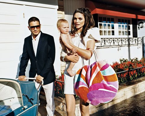 Trousers, Outerwear, Coat, Suit, Bag, Suit trousers, Tie, Love, Family, Family pictures,