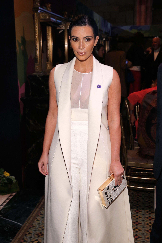 Size plus white dresses with sleeves photo, Bergshoeff julia t magazine travel
