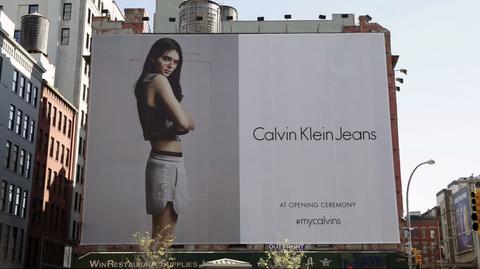 Neighbourhood, Advertising, Facade, Beauty, Waist, Residential area, Model, Thigh, Trunk, Banner,