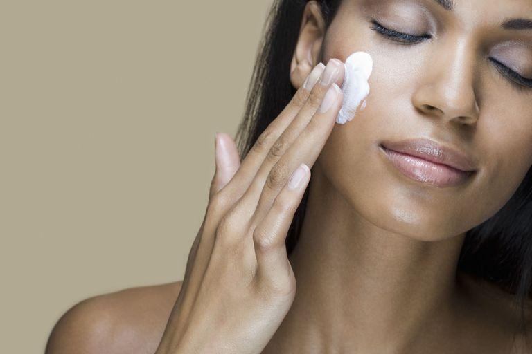 Image result for yoghurt moisturizes the skin