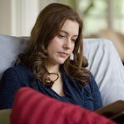 Comfort, Textile, Sitting, Eyelash, Long hair, Sweater, Wool, Linens, Layered hair, Brown hair,