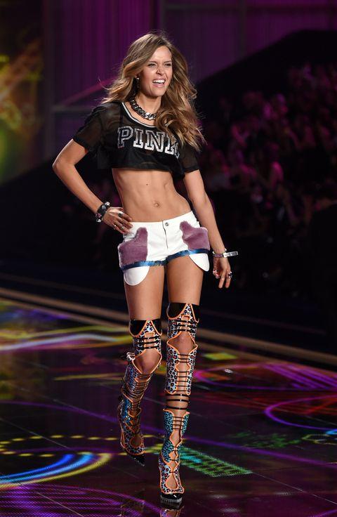 Human leg, Fashion model, Fashion show, Purple, Thigh, Beauty, Navel, Knee, Waist, Fashion,