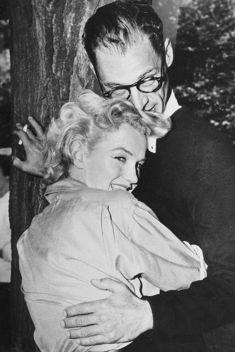 (GERMANY OUT) *17.10.1915-10.02.2005+Schriftsteller, USAmit Ehefrau Marilyn Monroe- 1956 (Photo by ullstein bild/ullstein bild via Getty Images)