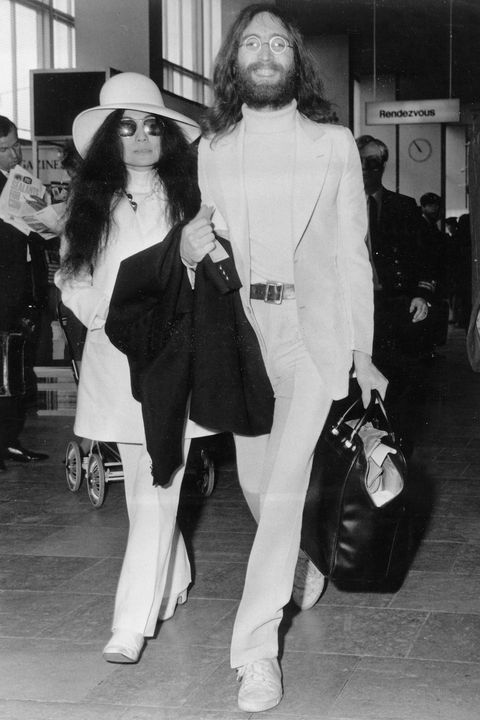 (GERMANY OUT) Lennon, John ,   (*09.10.1940-08.12.1980+)  , Musician, composer, author, Great Britain, guitarist and singer of the 'Beatles', with wife Yoko Ono, clad in white  (Photo by ullstein bild via Getty Images)