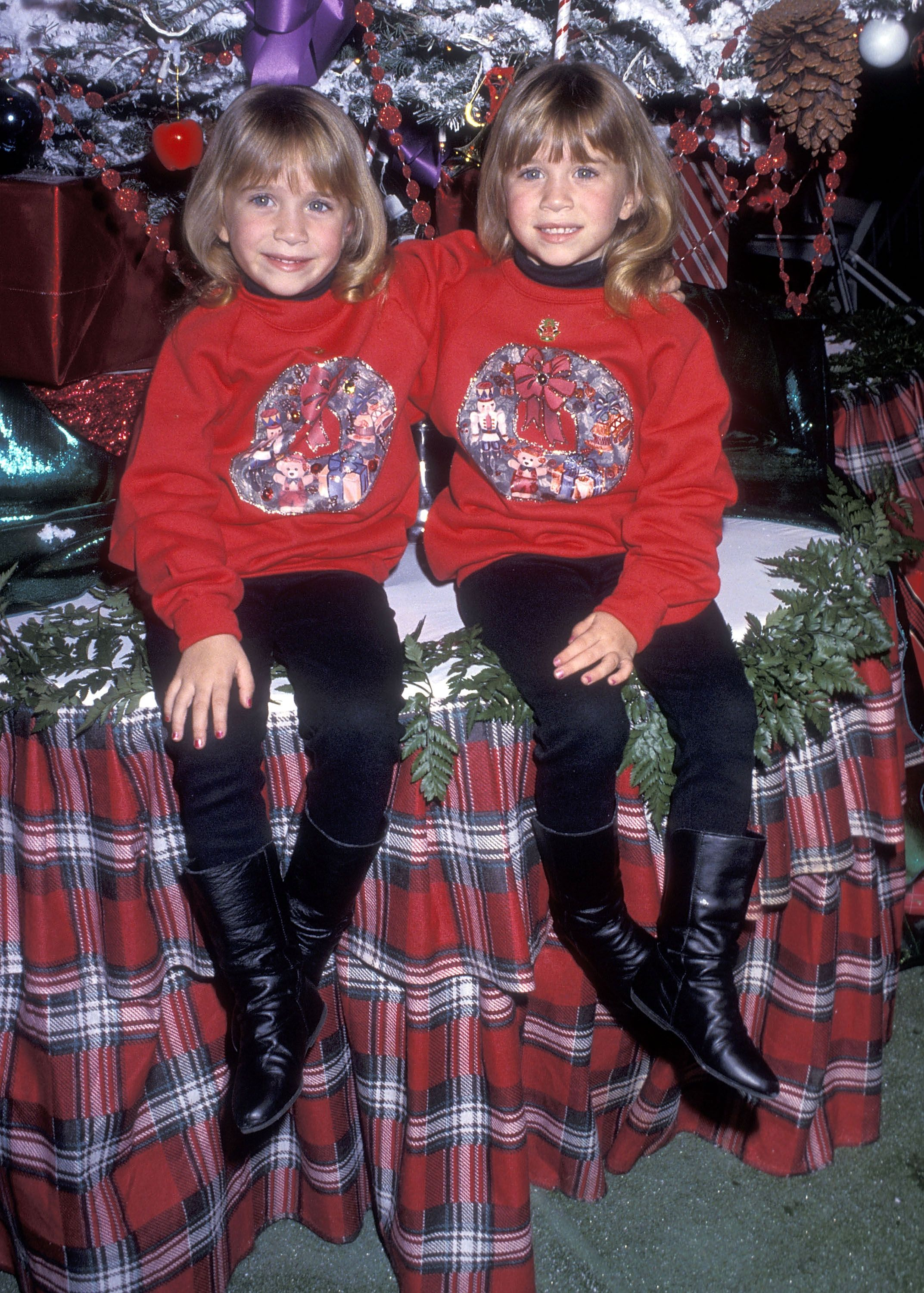 Mary-Kate and Ashley Olsen Matching Outfits - Mary-Kate and Ashley ...
