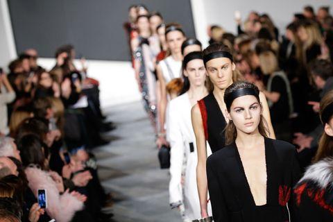 Fashion show, Street fashion, Crowd, Fashion model, Fashion, Youth, Audience, Long hair, Model, Blazer,