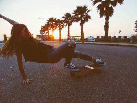 Human leg, Asphalt, Knee, Arecales, Skateboarding, Skateboarder, Sunlight, Thigh, Morning, Physical fitness,