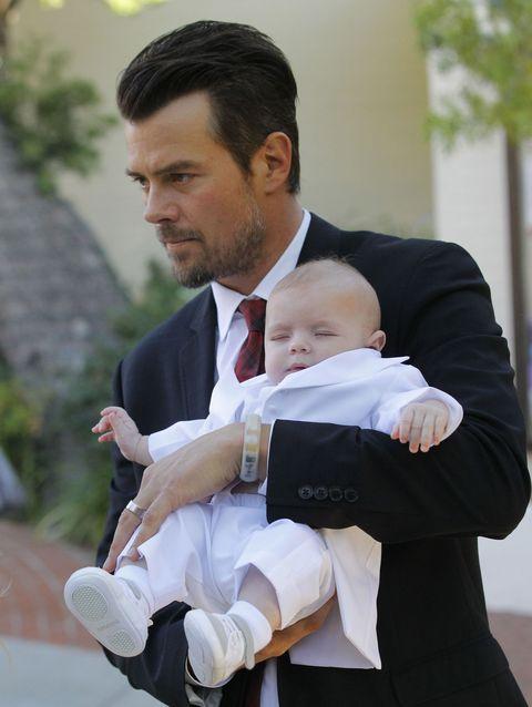 Face, Finger, Hand, Collar, Comfort, Formal wear, Baby & toddler clothing, Suit, Sock, Toddler,