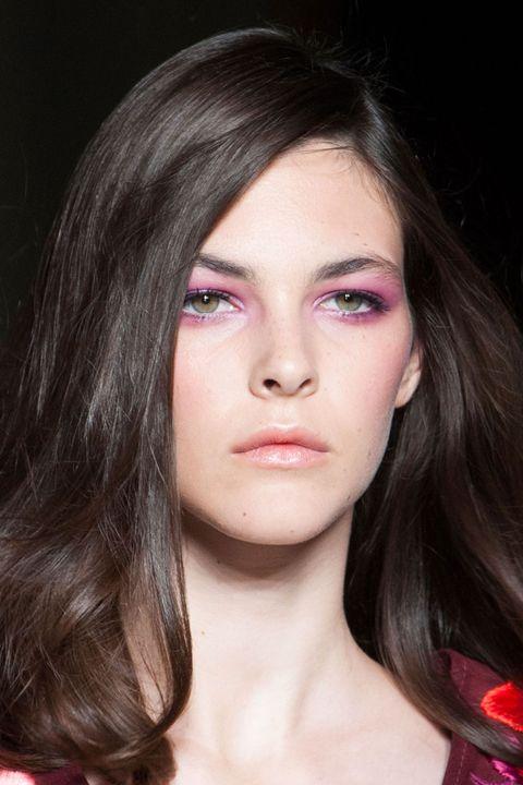 elle-elle-acuvue-summer-eye-makeup-trends-01-purple-eyeshadow-matthew-williamson