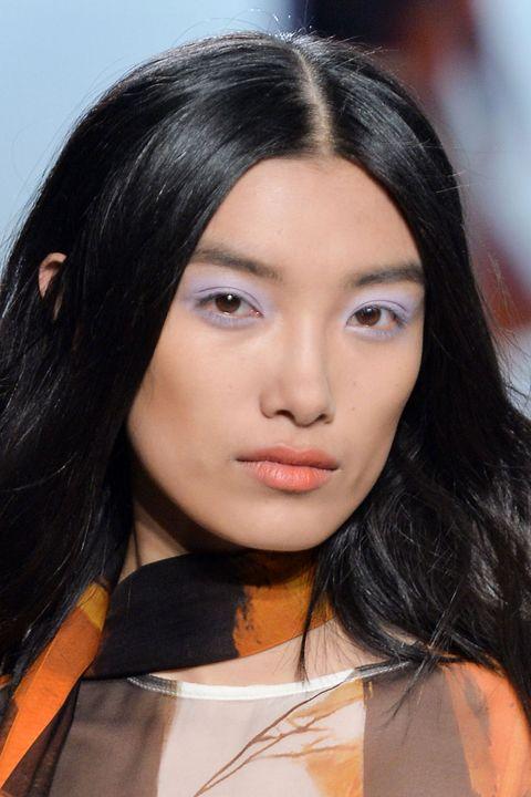 elle-elle-acuvue-summer-eye-makeup-trends-01-purple-eyeshadow-sally-lapointe
