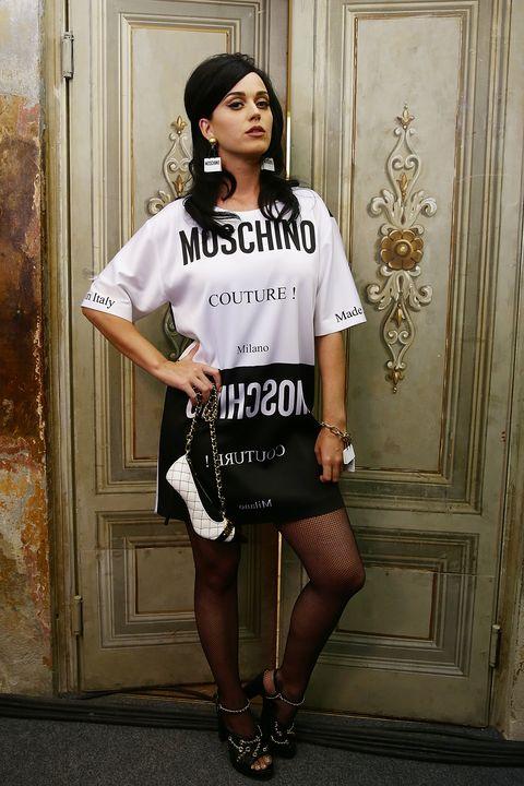 Sleeve, Shoulder, Joint, White, Human leg, Style, Fashion accessory, Knee, Street fashion, Black hair,