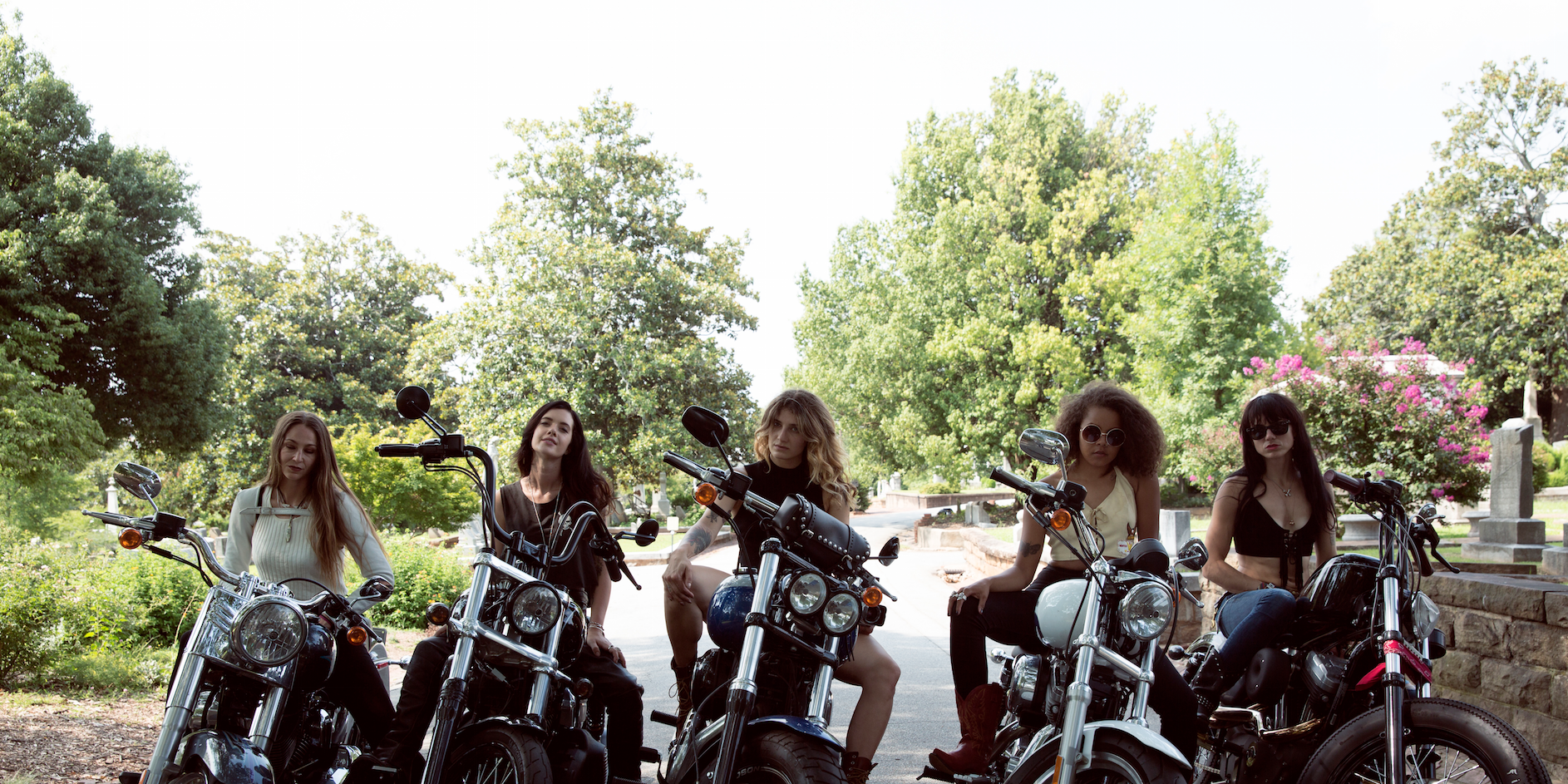 13 Photos of Badass Women on Bikes