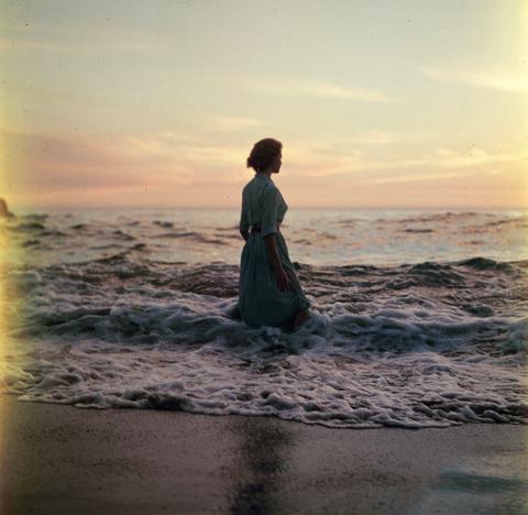 Body of water, Photograph, Ocean, Sunset, Dusk, Horizon, Sea, Sunrise, Evening, Fluid,