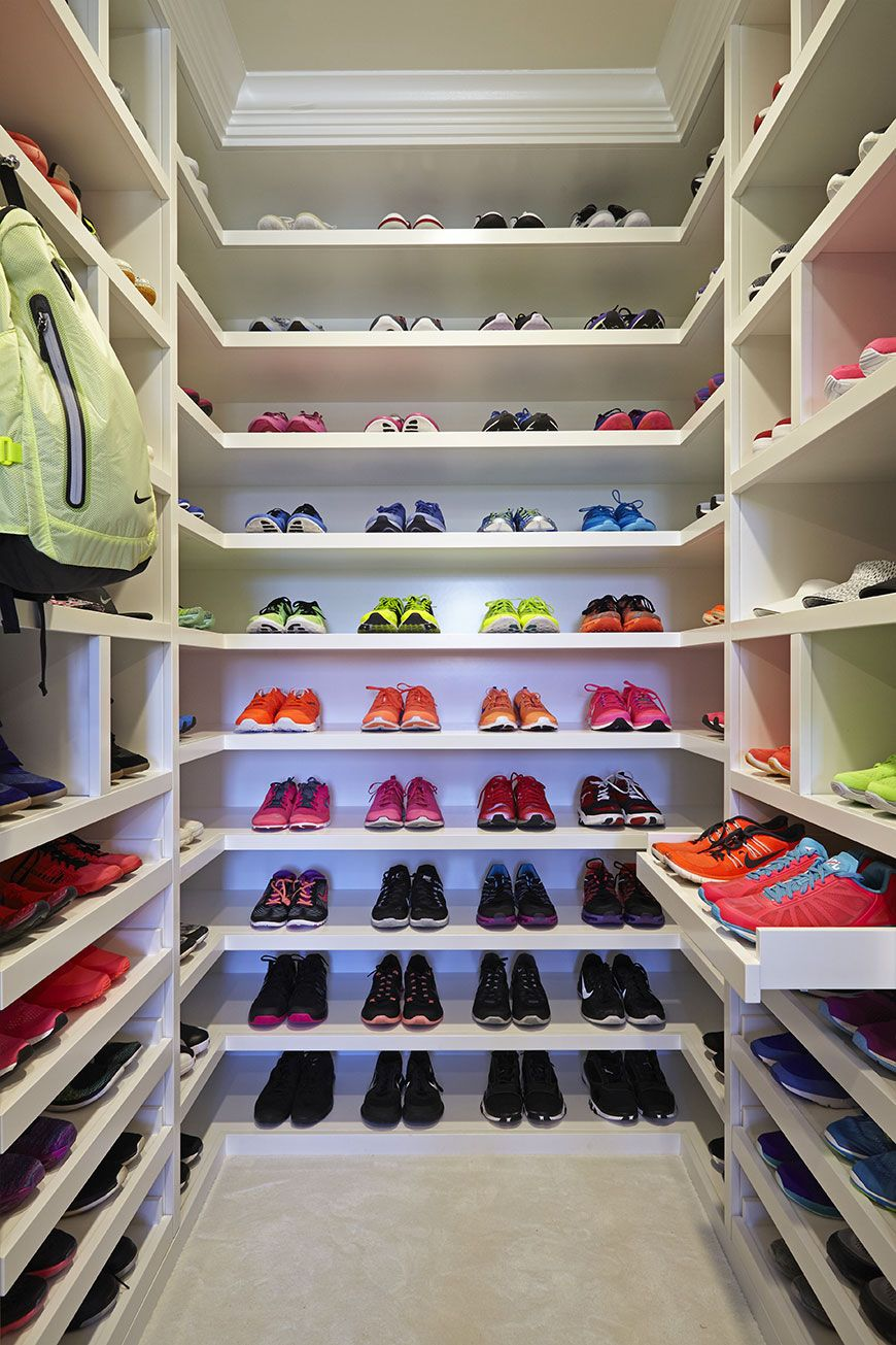 Superbe Khloé Kardashianu0027s Sneakers Have Their Own 150 Square Foot Closet