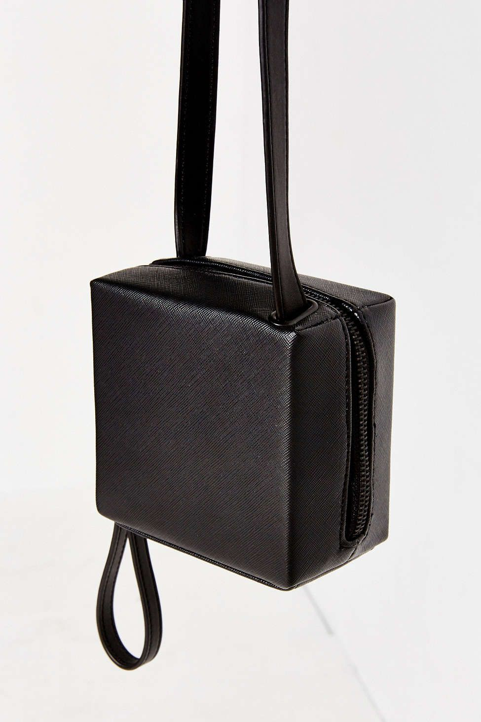 8 Box Bags You ll Want to Carry This Fall 6e059dd9ae6d3