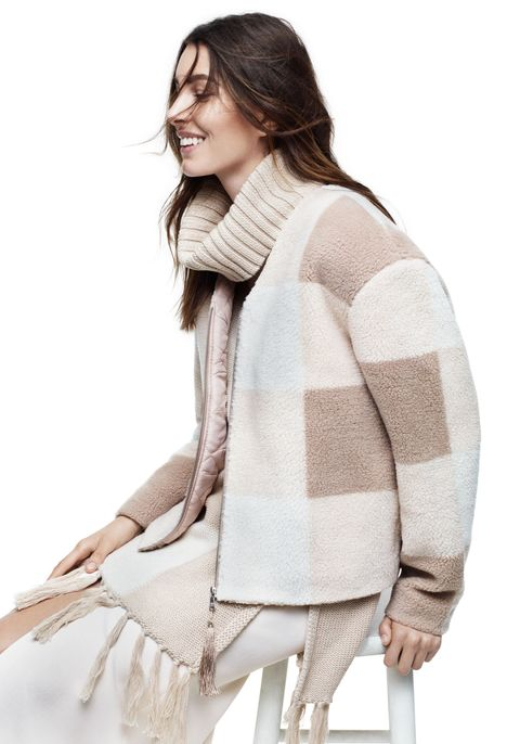 Clothing, Sleeve, Shoulder, Textile, Joint, Outerwear, Style, Wool, Woolen, Street fashion,
