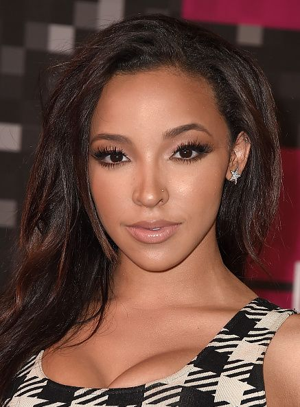 <p>Not too glossy, not too matte: Tinashe's latte-lined nude lips harmonize with the singer's softly smoked eyes and full lashes.</p>
