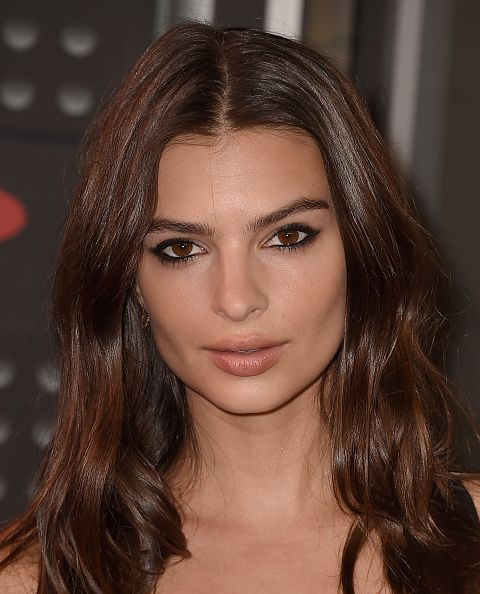 <p>Low-key can look lazy on the red carpet, but Emily Ratajkowski's center-parted waves and smudged black liner felt right, like she was letting the nominees shine.</p>