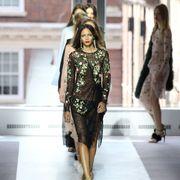 Style, Fashion show, Fashion model, Runway, Fashion, Youth, Waist, Street fashion, Model, Thigh,