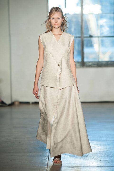 Sleeve, Dress, Shoulder, Floor, Joint, One-piece garment, Style, Formal wear, Flooring, Street fashion,