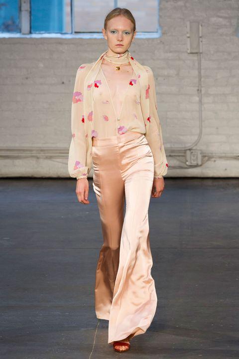 Brown, Sleeve, Shoulder, Joint, Khaki, Style, Waist, Floor, Collar, Street fashion,