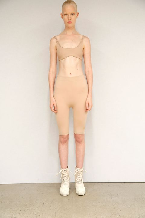 Human, Human body, Human leg, Shoulder, Joint, Waist, Chest, Fashion model, Knee, Fashion show,