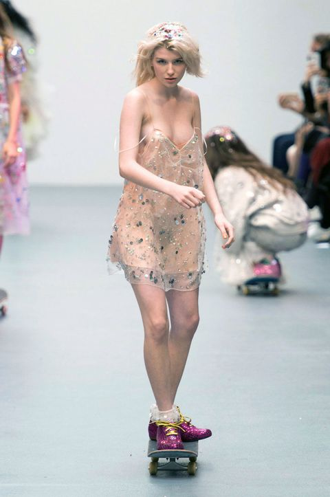 Human leg, Shoulder, Joint, Fashion show, Style, Waist, Runway, Dress, Thigh, Fashion,