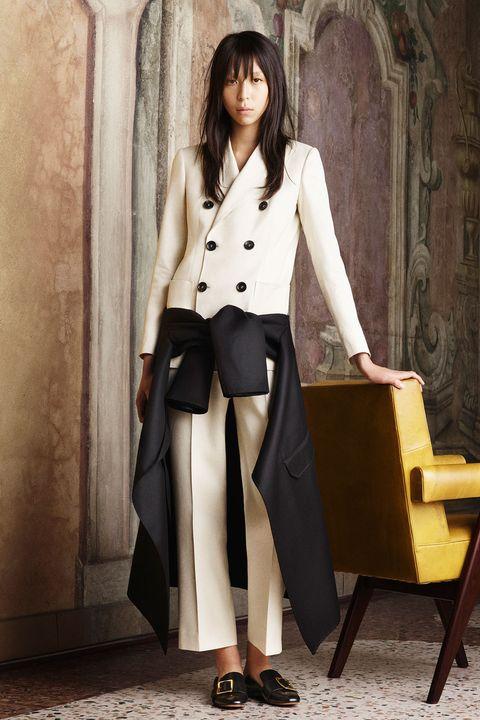 Sleeve, Collar, Shoulder, Formal wear, Style, Blazer, Fashion, Street fashion, Knee, Beige,