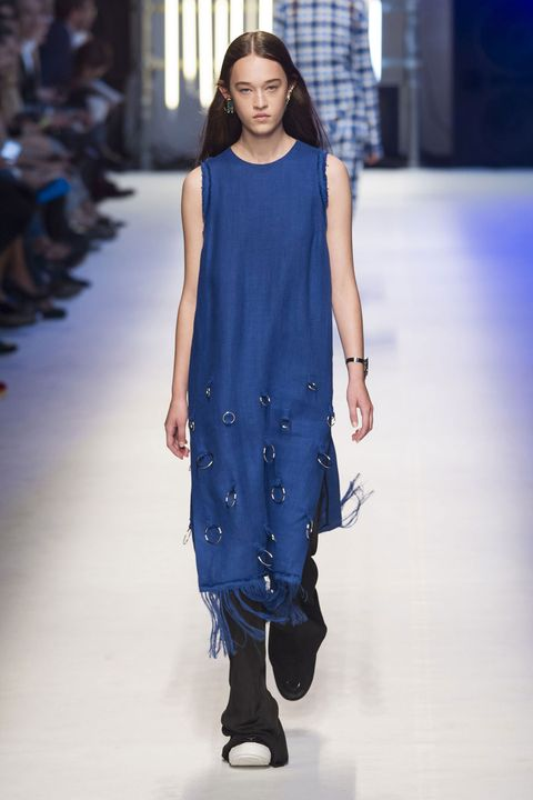 Blue, Shoulder, Joint, Fashion show, Style, Electric blue, Fashion model, Street fashion, Runway, Fashion,