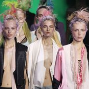Hairstyle, Hair accessory, Style, Headpiece, Collar, Headgear, Blazer, Fashion, Youth, Necklace,