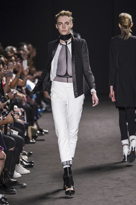 Ann Demeulemeester Spring 2016 Ready-To-Wear Collection