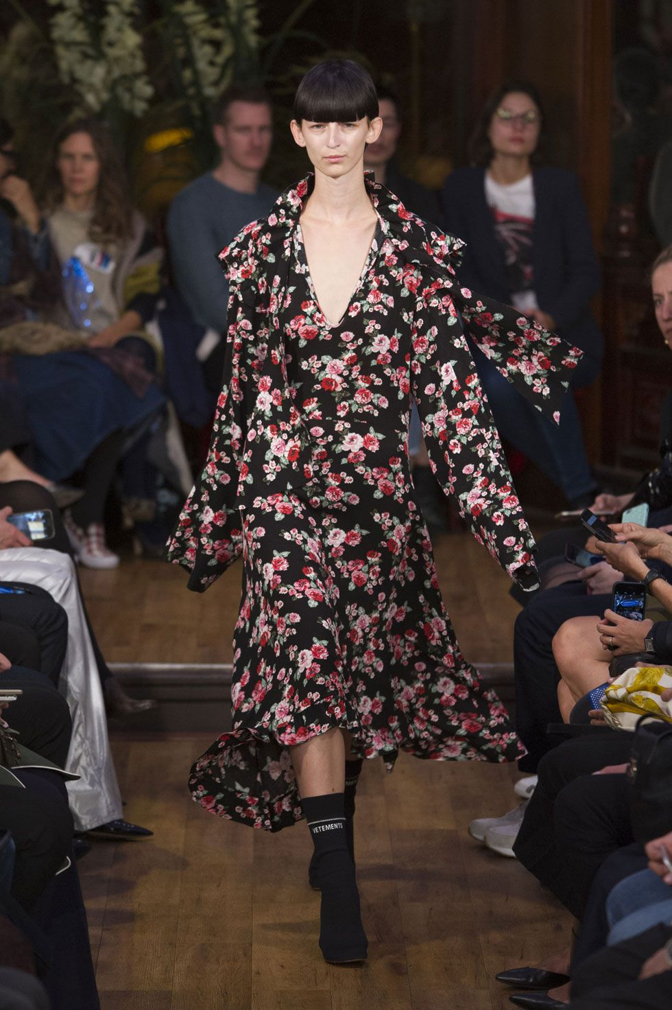 9ace172cc2 Vetements Spring 2016 Ready-to-Wear Collection