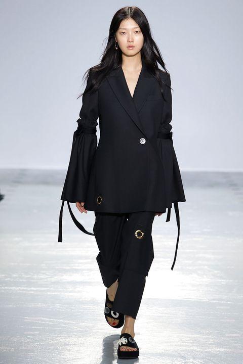 Collar, Sleeve, Shoulder, Coat, Outerwear, Style, Dress shirt, Fashion model, Street fashion, Blazer,