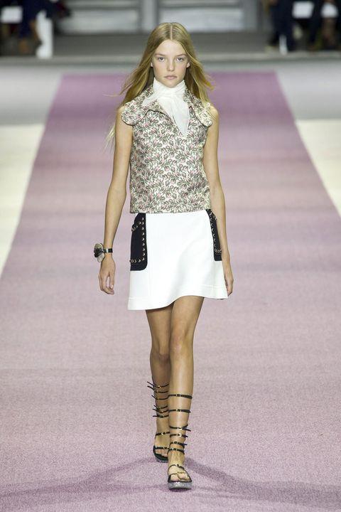 Clothing, Brown, Shoulder, Human leg, Joint, Outerwear, Fashion show, Fashion model, Style, Street fashion,
