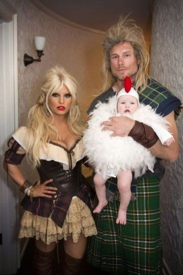 celebrity couple costumes funny fantastic and outrageous celebrity couple halloween costumes - Scottish Girl Halloween Costume