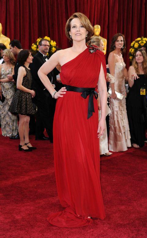 Dress, Flooring, Red, Carpet, Formal wear, Gown, Fashion, Premiere, One-piece garment, Curtain,