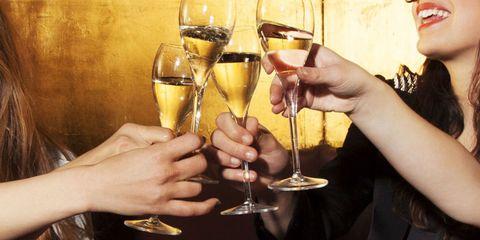 Glass, Barware, Hand, Stemware, Drink, Drinkware, Alcohol, Tableware, Alcoholic beverage, Champagne stemware,
