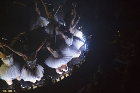 Performing arts, Darkness, Dancer, Space, Concert dance, Stage, Performance art, Dance, Choreography, heater,