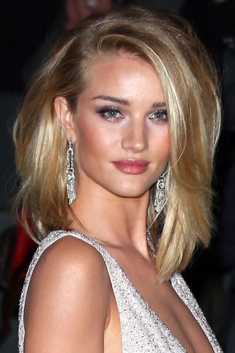 """<p>To recreate Rosie's <a href=""""http://www.elle.com/beauty/a32634/rosie-huntington..."""" target=""""_blank"""">tousled </a>look, blast roots with <a class=""""body-el-link standard-body-el-link"""" href=""""http://www.elle.com/beauty/hair/news/a32298/jen-atkin-launches-the-zara-of-haircare/"""" target=""""_blank"""">texturizing spray</a>, then flip your part to the far left or right. For Rosie's dimensional cheekbones, press her favorite blush (Laura Mercier Crème in Rosebud) into the apples of cheeks.<br></p>"""