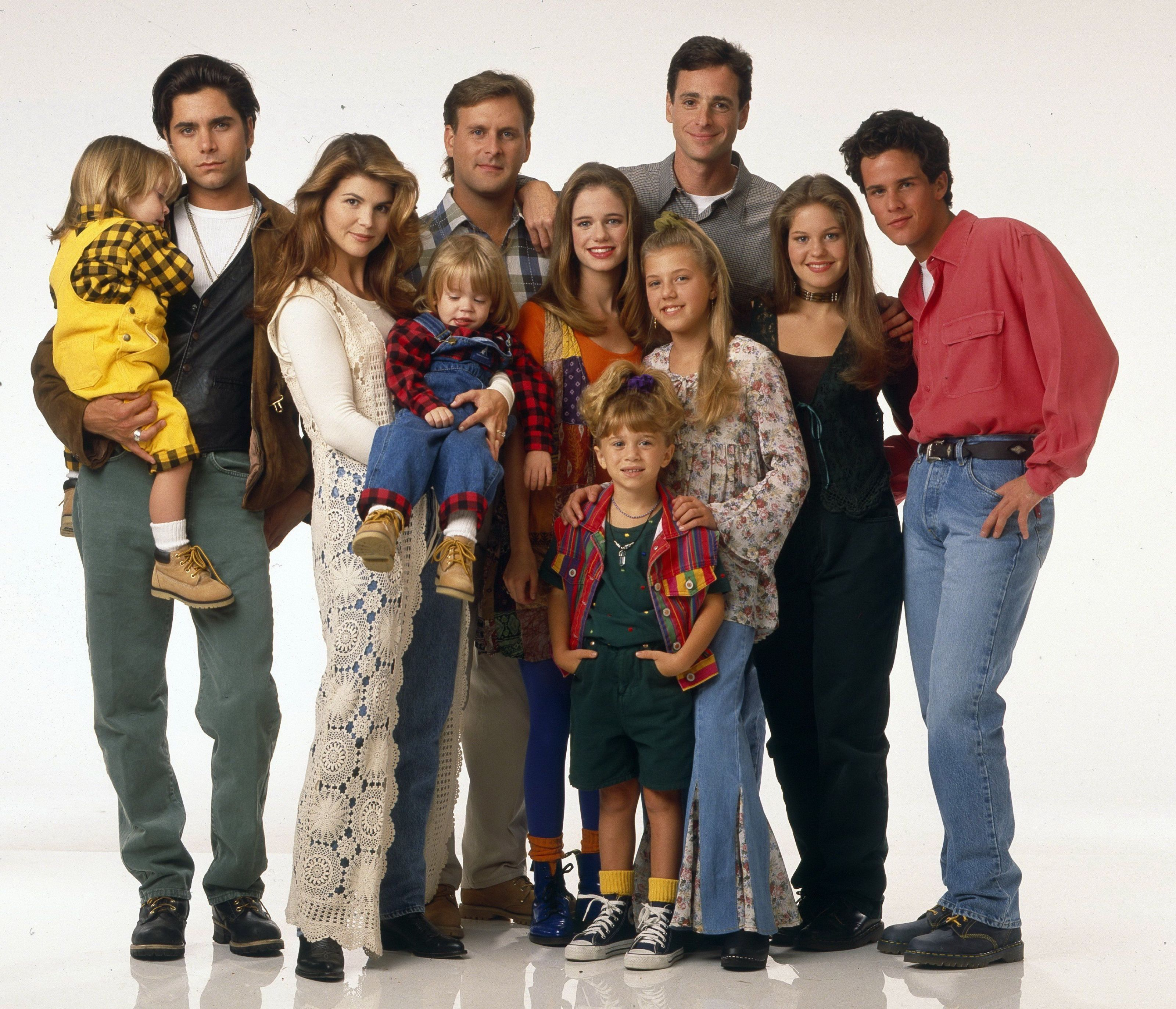 Delightful Stephanie Tanner Really Brings It In The First Fuller House Cast Photo