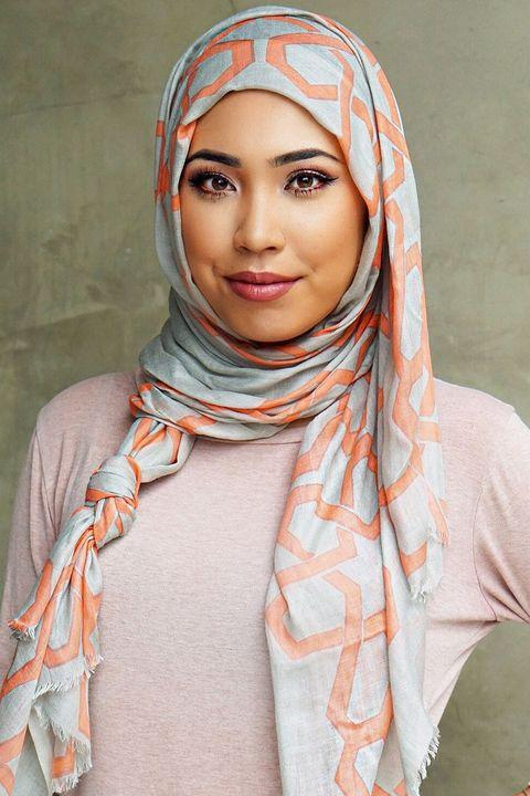 Lip, Skin, Eyebrow, Wrap, Orange, Style, Pattern, Peach, Iris, Headgear,