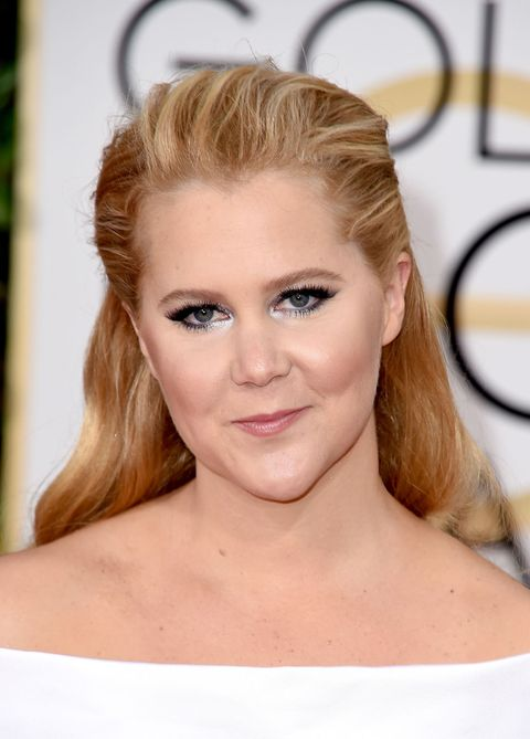 Get Amy Schumers Golden Globes 2016 Beauty Look Amy Schumer Hair
