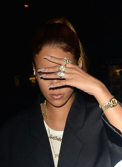 How Do Diffusers Work >> 11 Ways Rihanna Displays Her Glorious Acrylic Nails