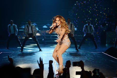 Leg, Entertainment, Event, Human body, Performing arts, Stage, Artist, Performance, Music venue, Pop music,